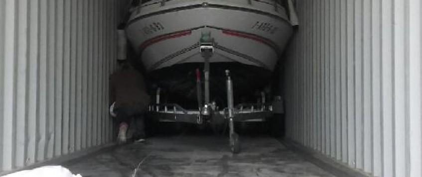 Envoi d'un bateau à destination de LA REUNION